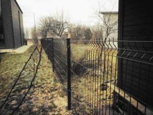 juoda segmentine tvora