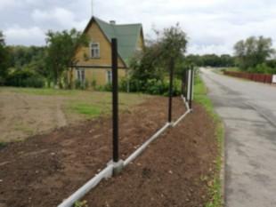 Surenkamas tvoros pamatas su monolitinėmis detalėmis