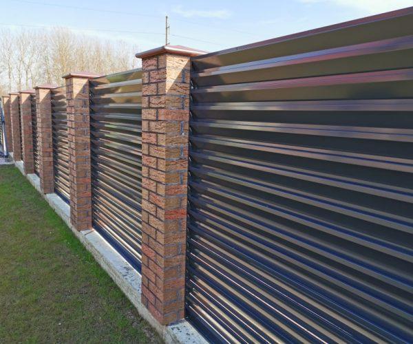 Stambesnės skardos žaliuzinė tvora